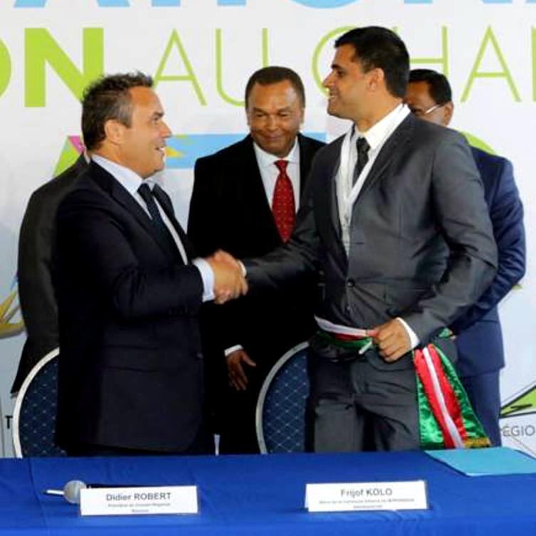 1 signature de la convention de cooperation entre l agence francaise de developpement la region reunion et la commune de morondava 1