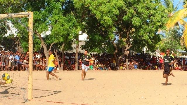 Beach soccer morondava 2017 Le maire qui marque