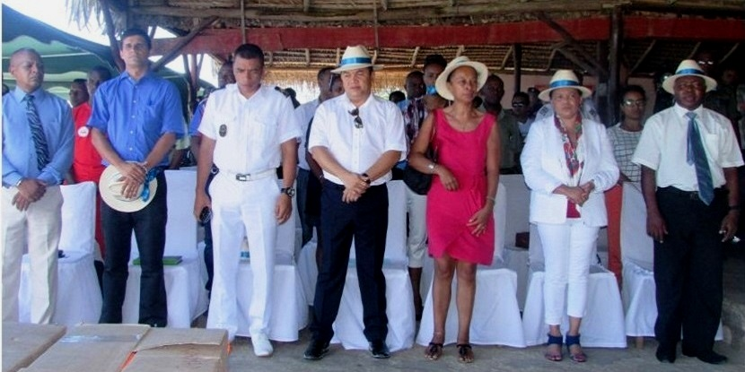 Prefet de morondava chef de region et maire de la commune urbaine de morondava