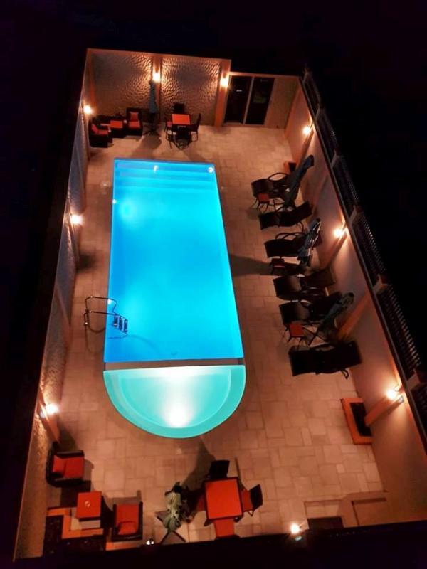 Slect hotel morondava piscine